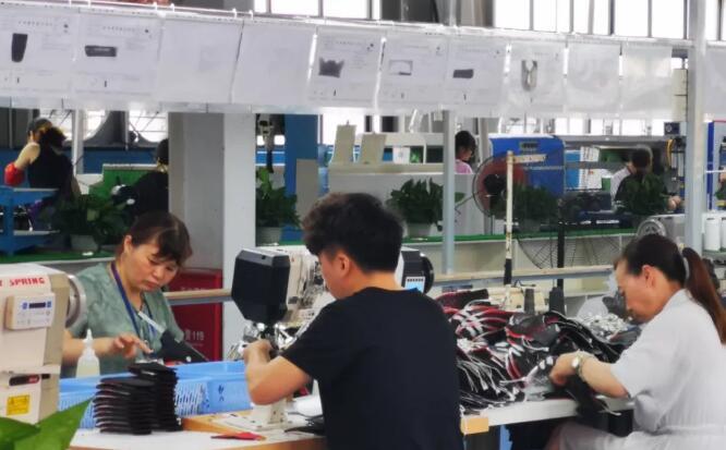 """一半订单没了,鞋厂从生产线开始""""突围"""""""